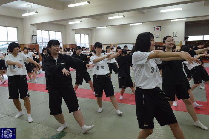 武道場(高校女子応援練習)